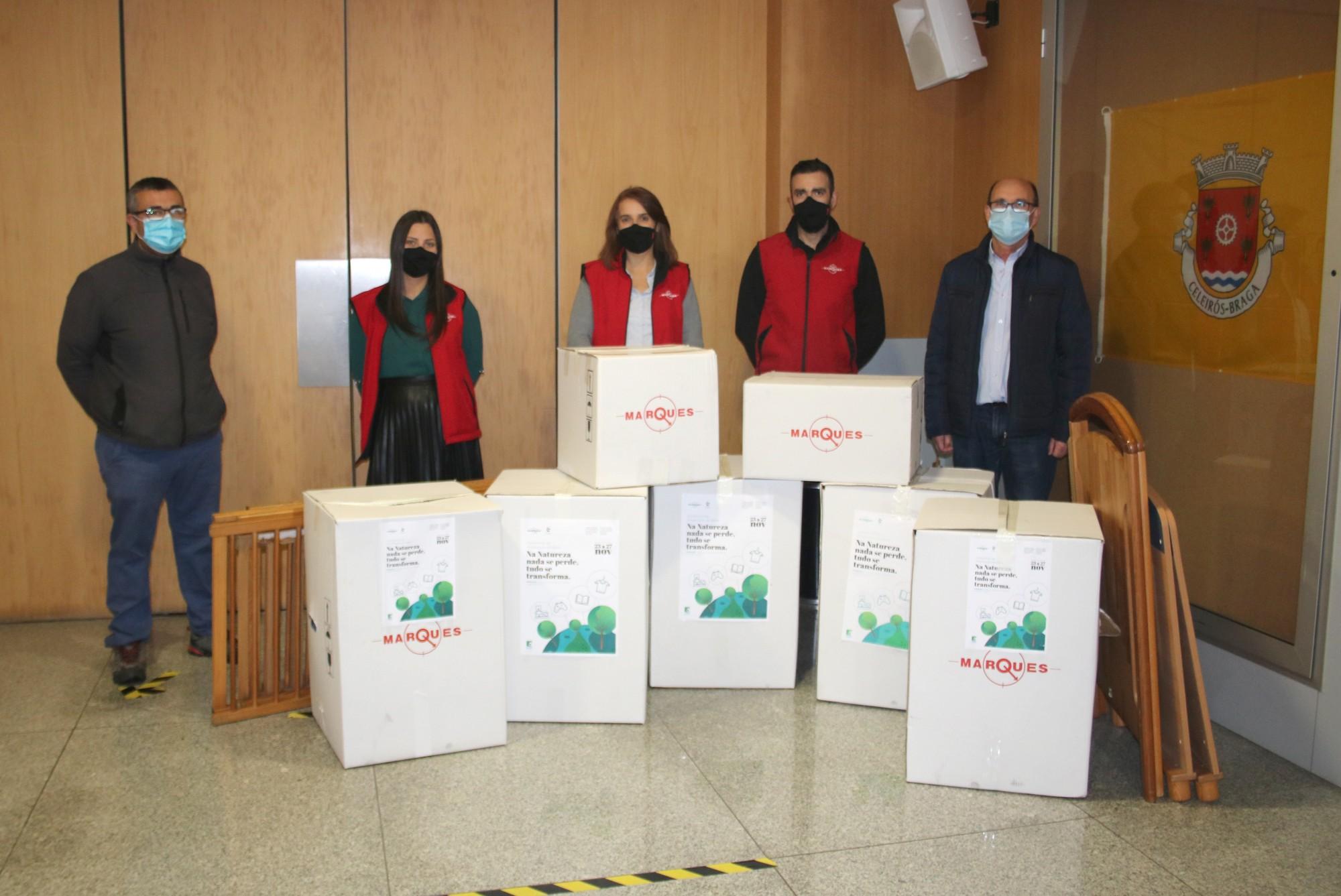 Colaboradores do Grupo José Pimenta Marques doam bens a famílias carenciadas